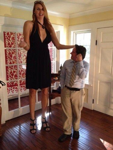 Uzun boylu kadınlar, kimilerine çok çekici, kimilerine çok itici geliyor. Sizler için derlediğimiz dünyanın en uzun boylu kadınları derlemesine birde bu karelerden görün bakalım...