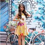 Đầm đẹp V @ 109 Ly Đầm xòe hở lưng nơ màu vàng nghệ phối hoa ( hàng 100% hình)