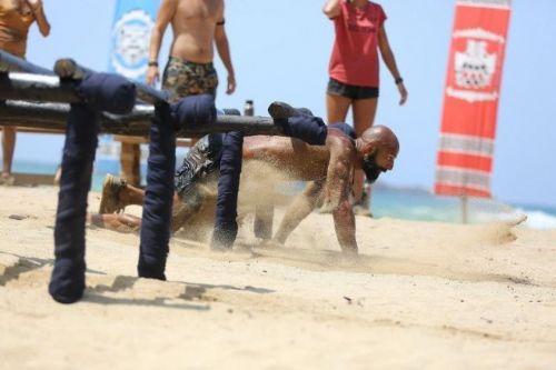 Bir takipçisinin Survivor adasındaki yarışmacılara 'dışarıdan mango temin edildiği' yönündeki yorumu Acun ılıcalı'yı kızdırdı.